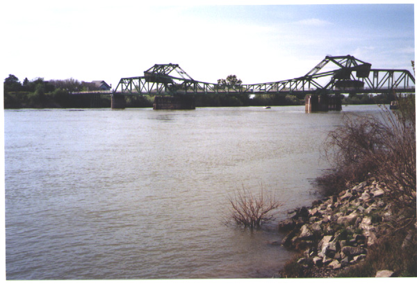 Picture of bridge at Sacramento River at Freeport